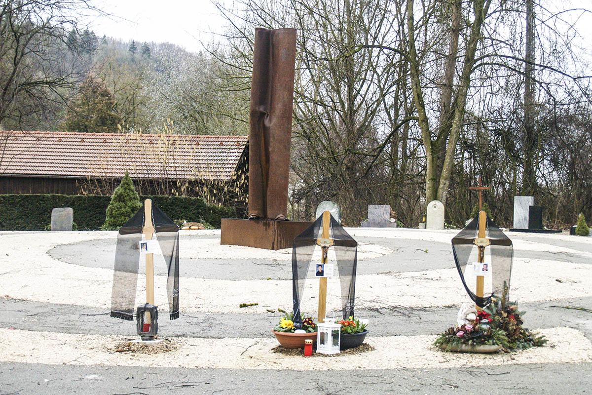 Urnenschnecke auf dem Friedhof
