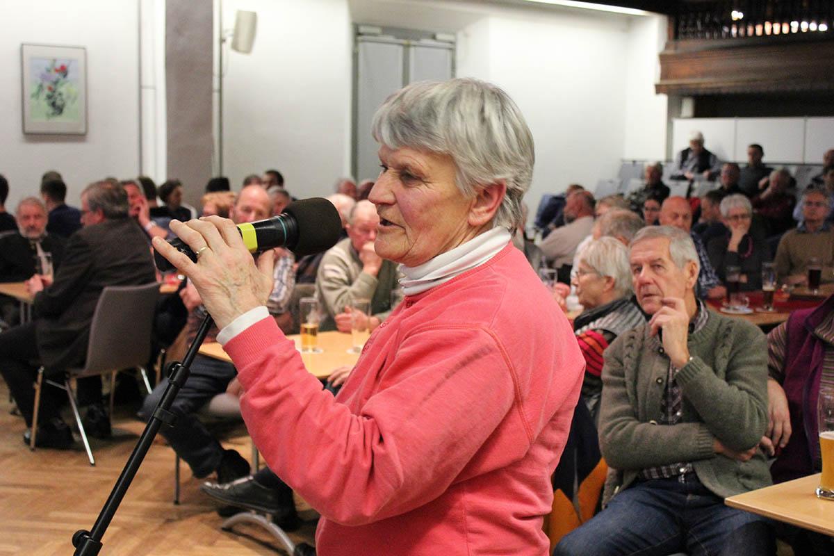 Evi Harrecker kritisiert die unübersichtliche Situation in der Gabelsbergerstraße.