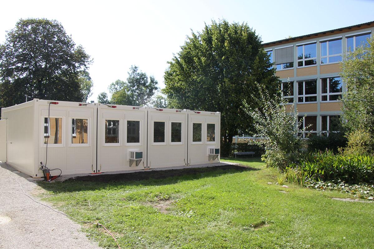 Klassenzimmer-Container im Ruhehof der Mittelschule