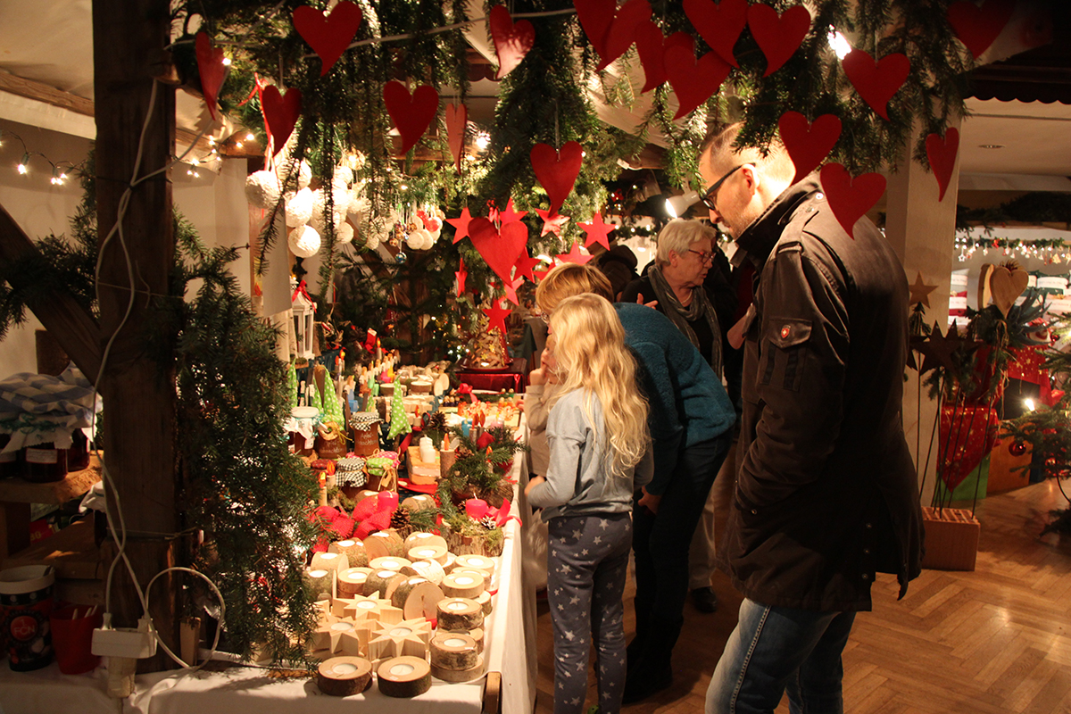 Von Anfang an gut besucht: der Trostberger Weihnachtsmarkt 2016.